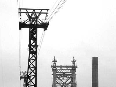 Black and white photo of the Williamsburg brige and cable car